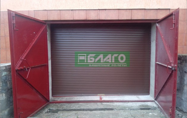 Дополнительные ролетные ворота для утепления проема гаража на Нивках в Киеве